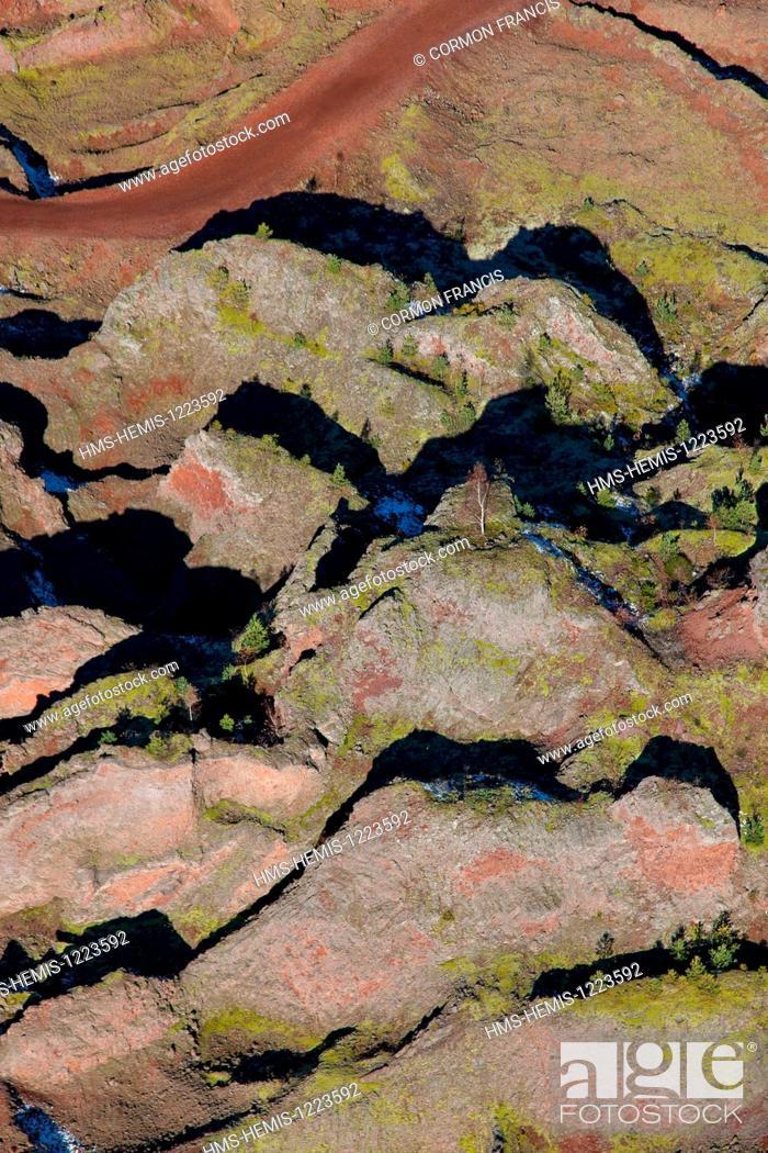 Stock Photo: France, Puy de Dome, Parc Naturel Regional des Volcans d'Auvergne (Auvergne Volcanoes Natural Regional Park), Chaine des Puys, Saint Ours les Roches.