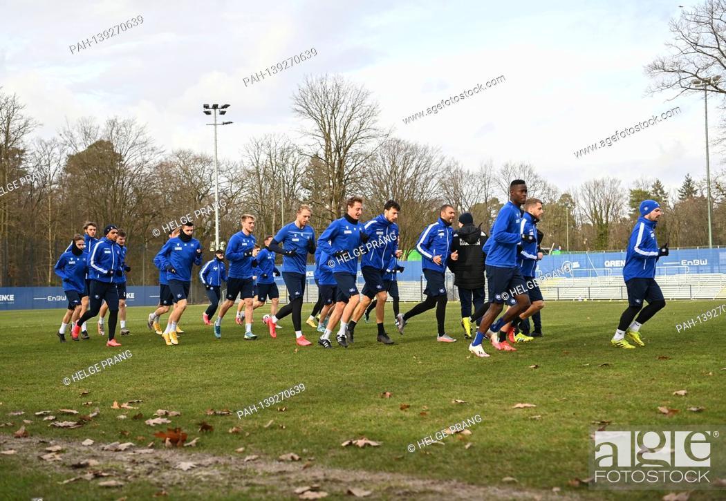Imagen: The KSC team during running training, led by Jerome Gondorf (KSC) / r. GES / Football / 2. Bundesliga: Karlsruher SC - Training, 01/26/2021 Football / Soccer: 2.