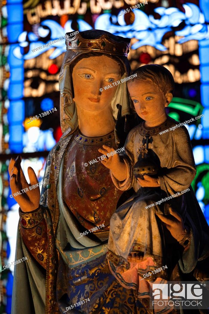 Stock Photo: France, Puy-de-Dome Department, Auvergne Region, Clermont-Ferrand, Cathedrale-Notre-Dame, interior, Virgin Mary and child statue.