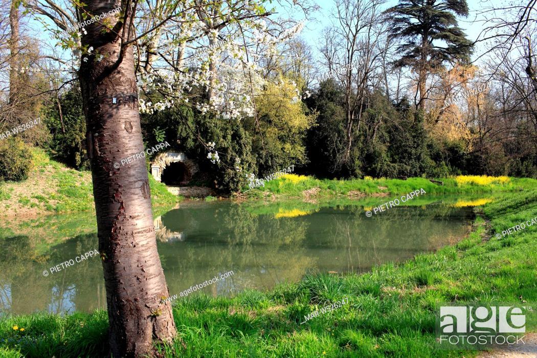 Stock Photo: parco del castello di racconigi, piemonte, italia.
