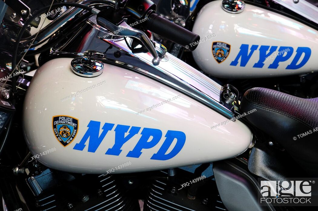 Imagen: New York Police Department's Harley-Davidson Electra Glide motorcycles parked in Times Square, 42nd Street, Theater District.