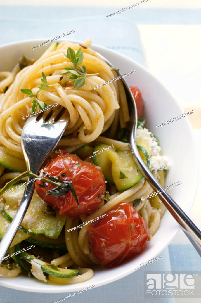 Stock Photo: Spaghetti with cherry tomatoes and courgettes.