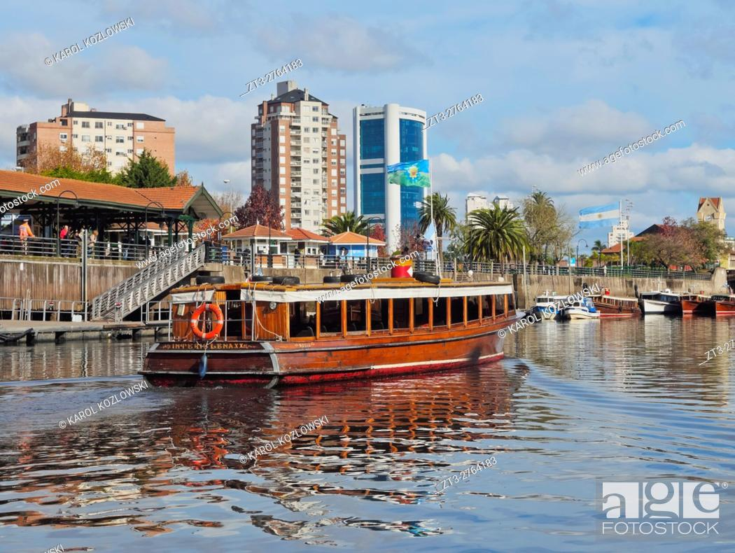 Imagen: Argentina, Buenos Aires Province, Tigre, Vintage mahogany motorboats by the Fluvial Station on the Tigre River Canal.