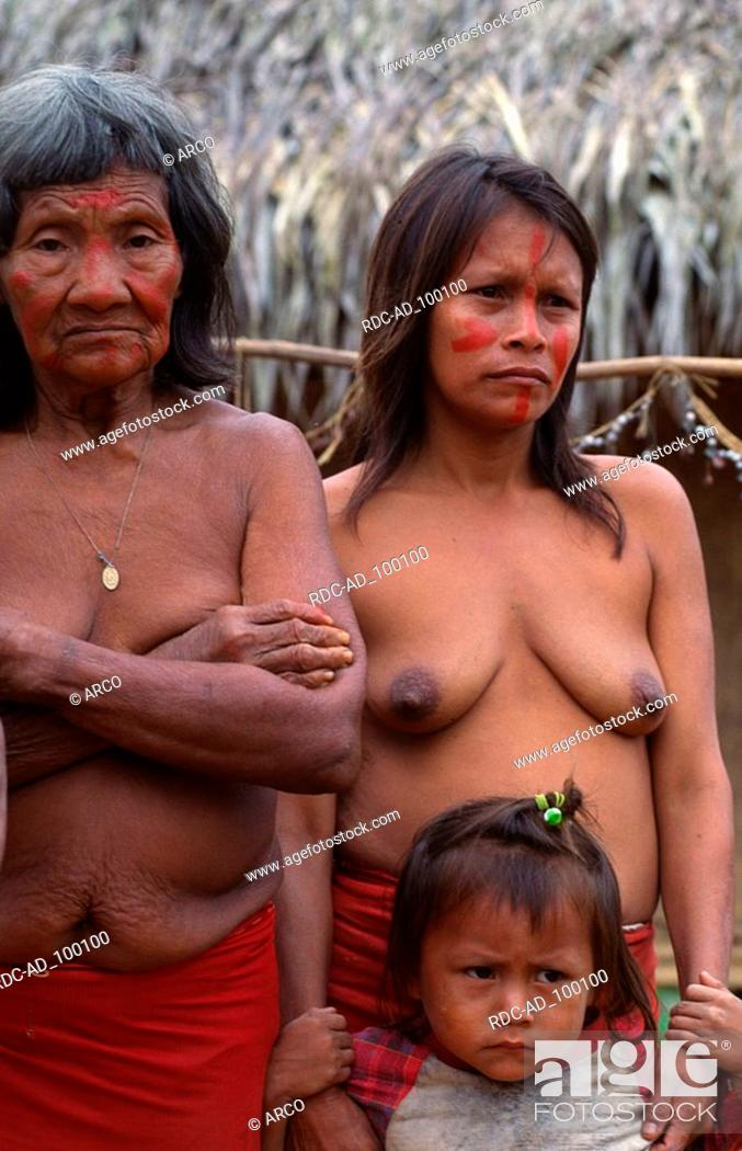 Stock Photo: Indians women and girl of the tribe of the Yaguas Leticia Columbia Indios Frauen und Maedchen vom Stamm der Yaguas Leticia Kolumbien Indios.