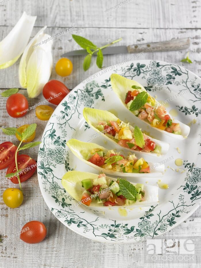 Photo de stock: endivias rellenas de verduras / Endives stuffed with vegetables.
