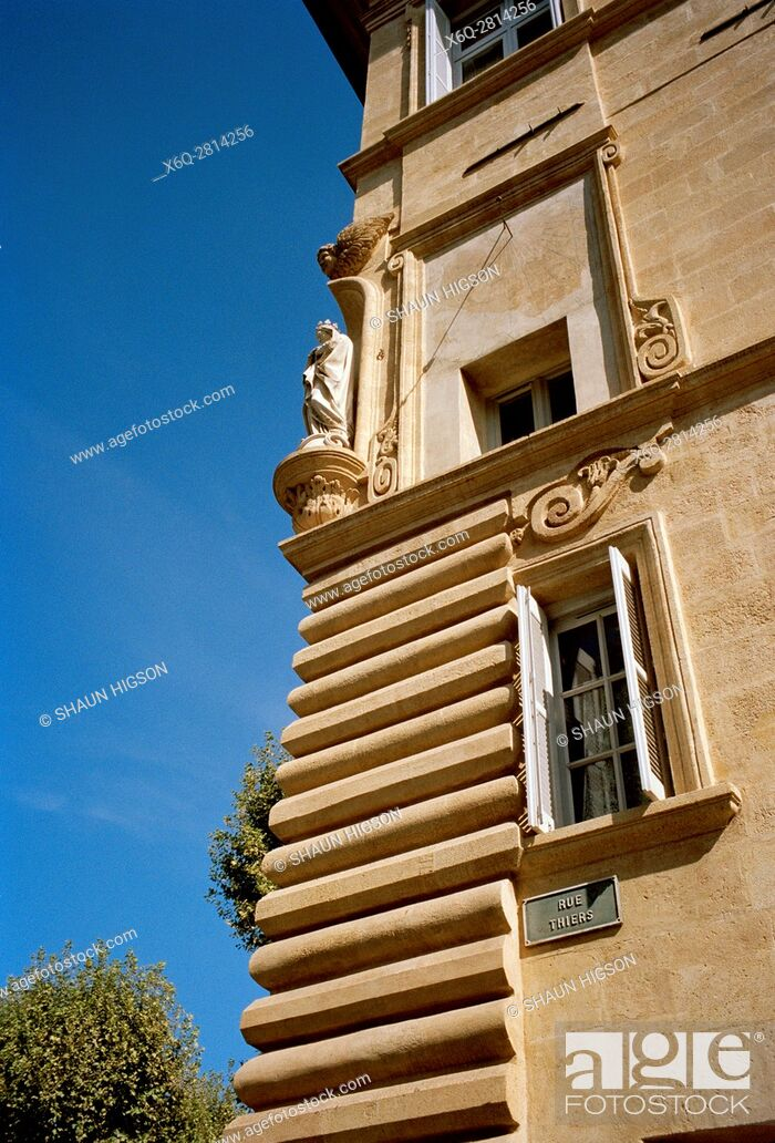 Imagen: The Virgin Mary statue on a house in Aix en Provence in Provence Alpes Cote d'Azur in France in Europe.