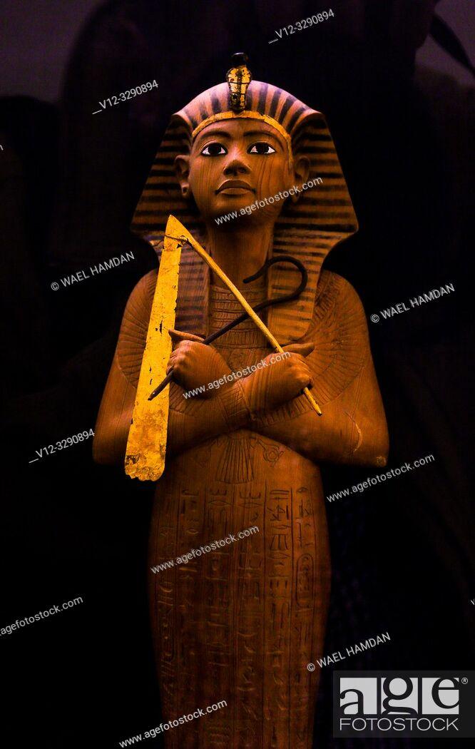 Imagen: Ushabti figure from the tomb of Tutankhamen at museum. Egypt.