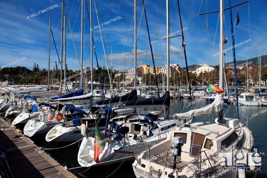 Imagen: Mooring Sailboats at the Yachting Marina of Funchal, Madeira, Portugal, Europe.