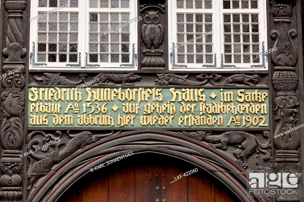 Medieval old town square, Burgplatz with half-timbered house, Foto ...