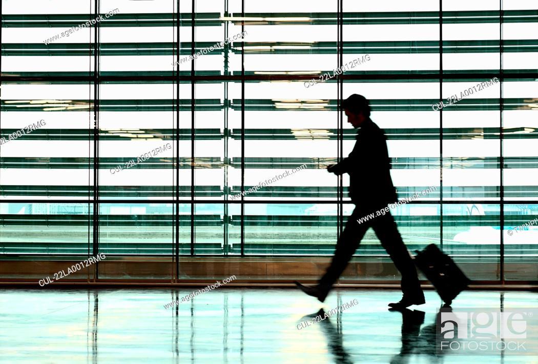 Photo de stock: Business Man in airport.