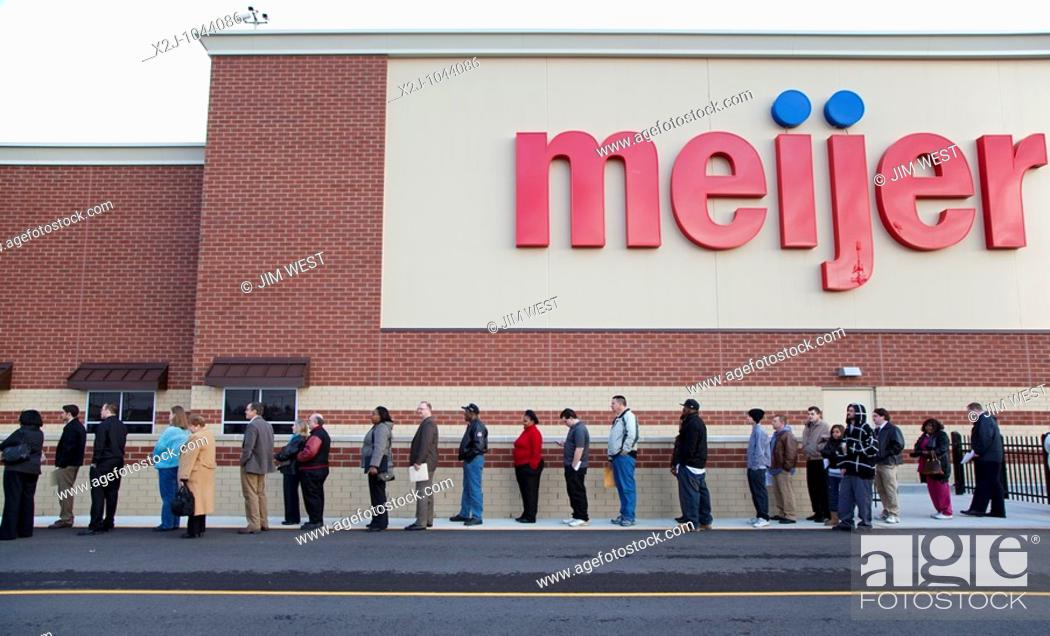 Stock Photo: Rochester Hills, Michigan - Unemployed residents of the Detroit area lined up to apply for 200 jobs at a new Meijer store.