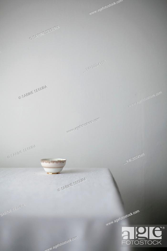 Stock Photo: Chocolate pie recipe. Shabby bowl on table.