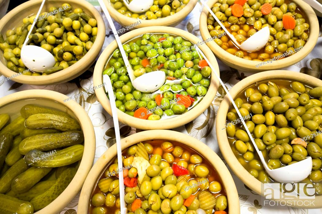 Imagen: Olives and pickles Andalusia Spain.