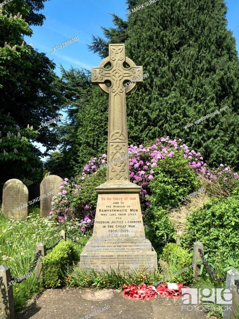 Imagen: War Memorial near St Thomas a Becket Churchyard at Hampsthwaite North Yorkshire England.