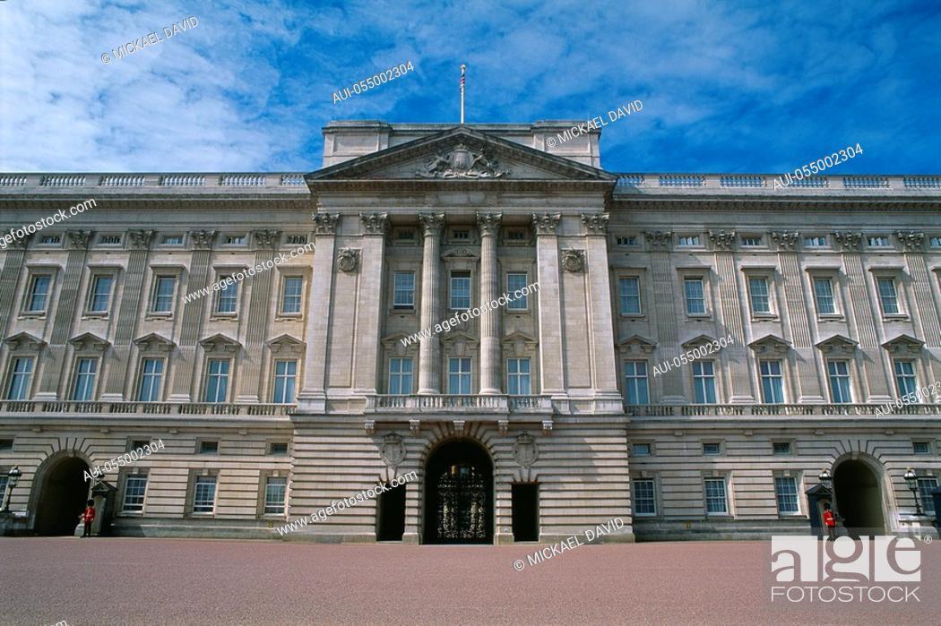 Stock Photo: England - London - St James's district - Buckingham Palace.