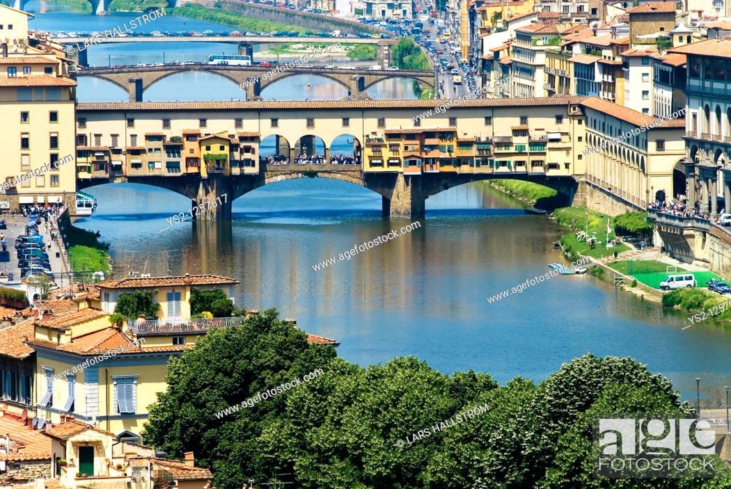 Stock Photo: Arno river and Ponte vecchio, Florence, Italy, Europe.