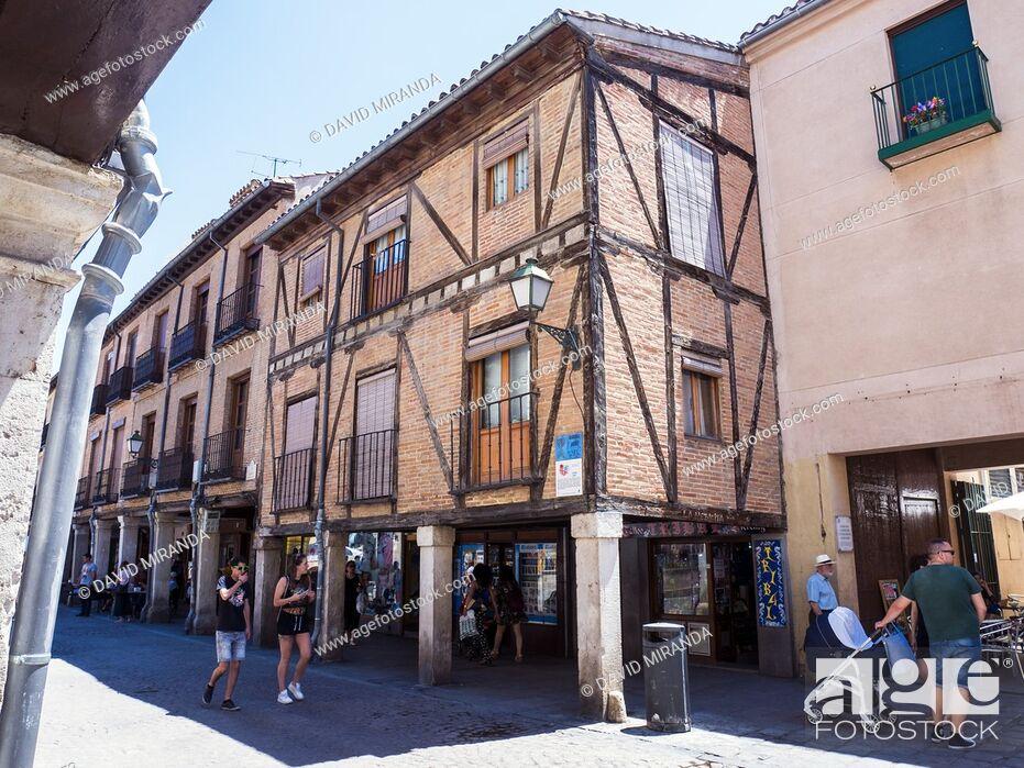 Stock Photo: Arquitectura popular en la Calle Mayor. Alcalá de Henares. Madrid. España.
