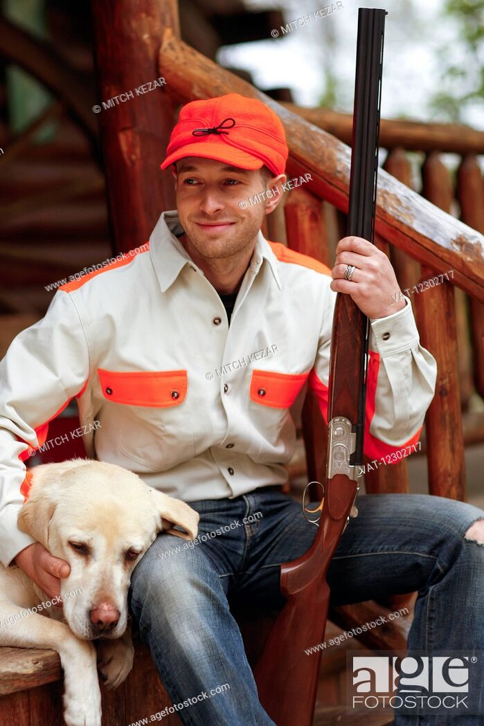 Imagen: Dog And Hunter Relax On Porch After Hunt.