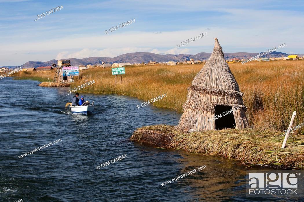 Imagen: Aymara people in a boat near an island, Uros Islands, Lake Titicaca, Puno, Peru, South America.