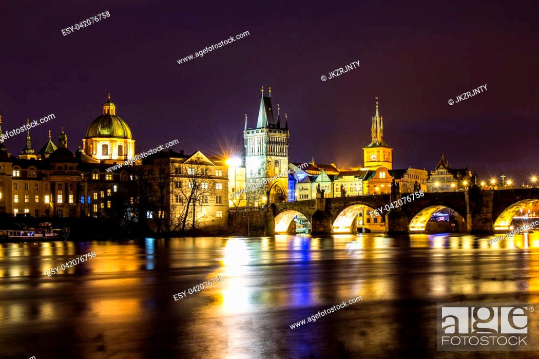 Photo de stock: Beautiful night view of the Charles Bridge, the Old Town Bridge Tower, and the Old Water Tower, the Smetana Embankment and the Prague Beer Museum in Czech.
