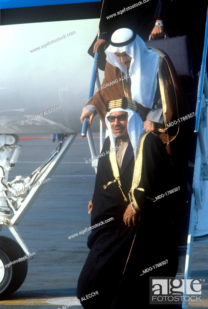 The Emir of Kuwait Jaber III Al-Ahmad Al-Jaber Al-Sabah walking down