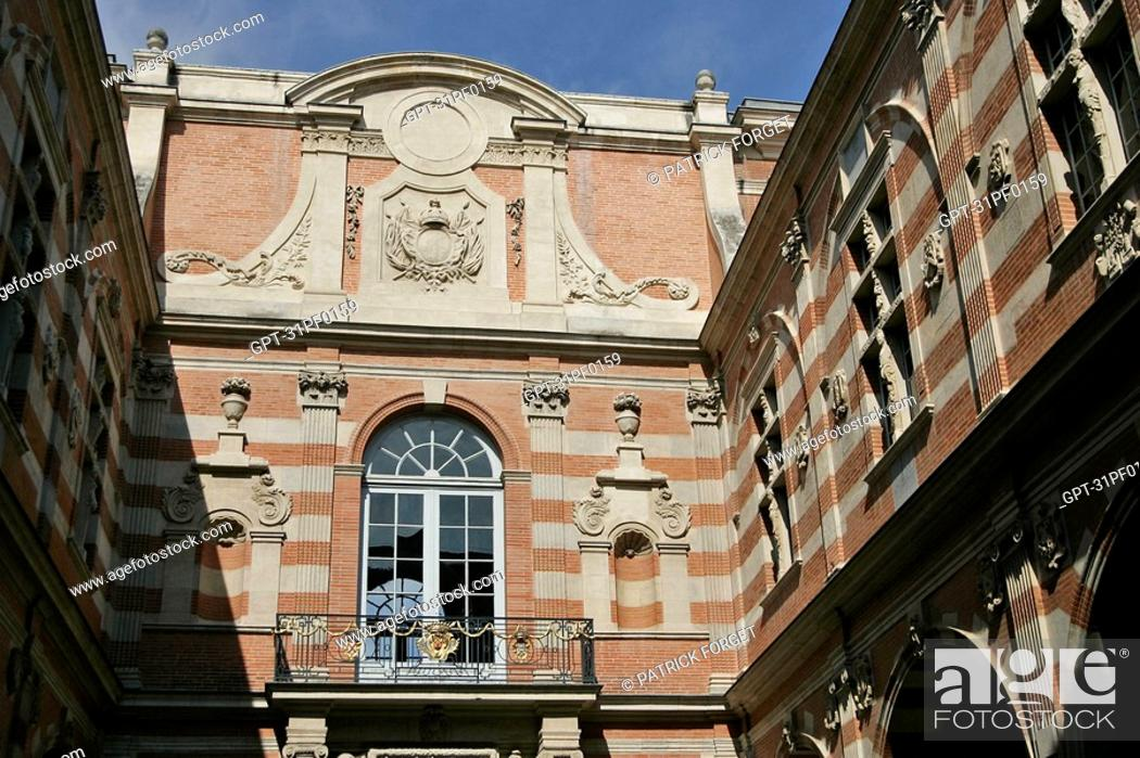 Stock Photo: INNER COURTYARD, CITY HALL, PLACE DU CAPITOLE, TOULOUSE, HAUTE-GARONNE 31, FRANCE.
