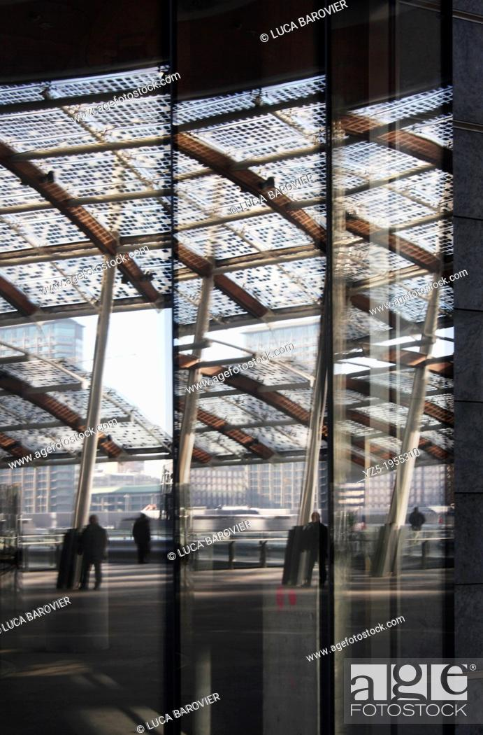 Stock Photo: Porta Nuova, Gae Aulenti square, reflection, Milan - Italy.