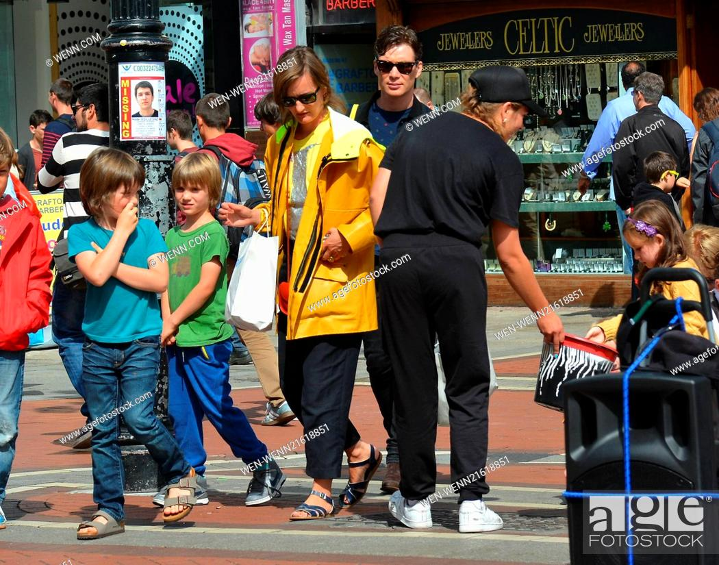 Cillian Murphy Wife Yvonne And Their Sons Malachy And Aran Watch Break Dance Buskers Dublin City Stock Photo Picture And Rights Managed Image Pic Wen Wenn21618851 Agefotostock