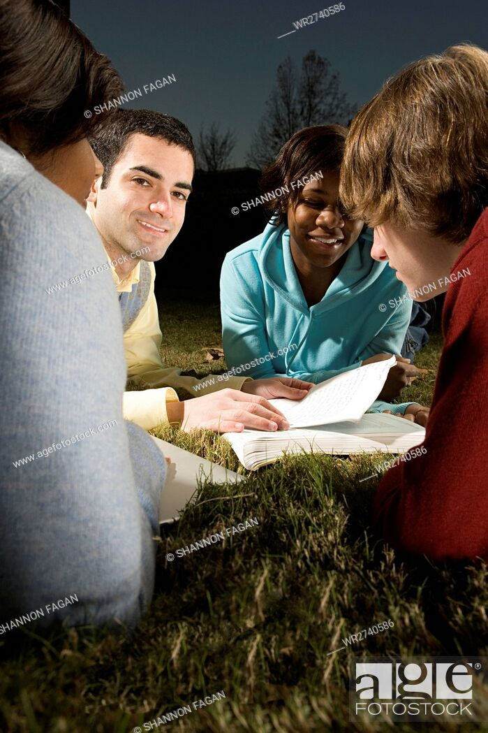 Photo de stock: Four friends studying outdoors.