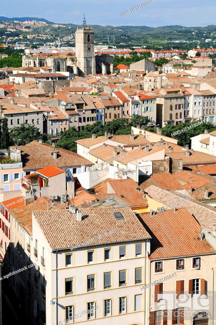 Stock Photo: France, Aude, Narbonne, view from Gilles Aycelin donjon, Saint Paul basilica in the background.