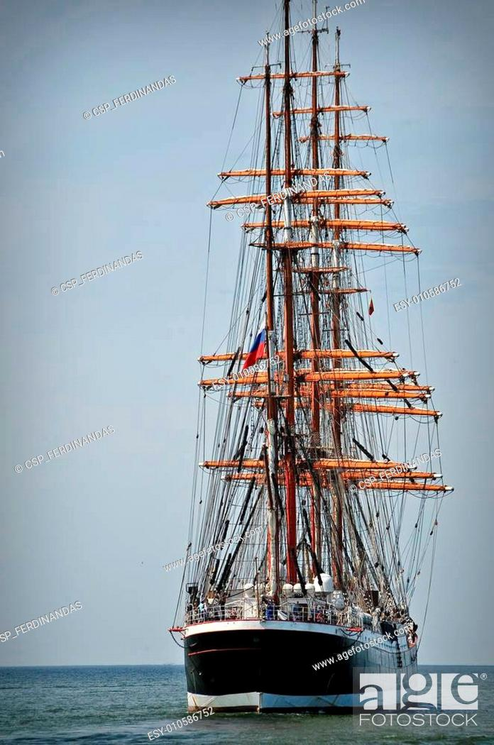 Imagen: Aft of the sailboat.