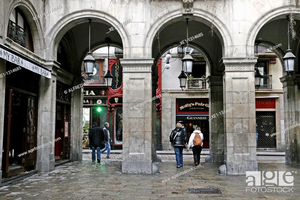 Photo de stock: Arcades, Plaça Reial (architect: Francesc Daniel Molina, 19th Century), Barcelona, Catalonia, Spain.