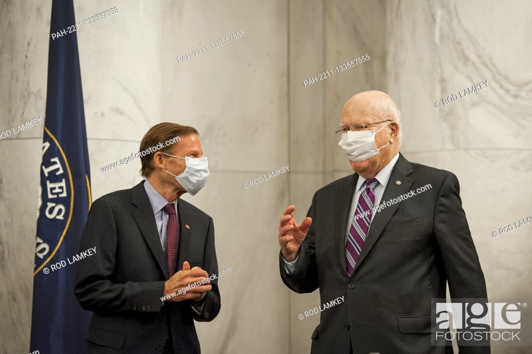 Photo de stock: United States Senator Richard Blumenthal (Democrat of Connecticut), left, US Senator Patrick Leahy (Democrat of Vermont), right.