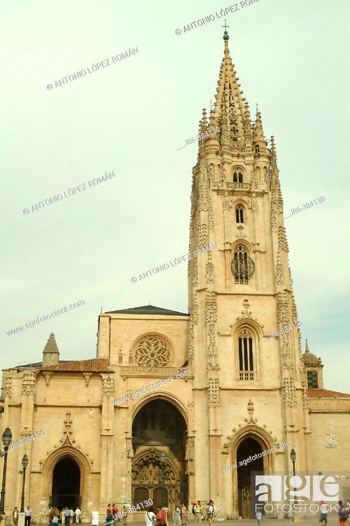 Stock Photo: The Cathedral. Plaza de Alfonso II el Casto. Oviedo. Asturias. Spain.