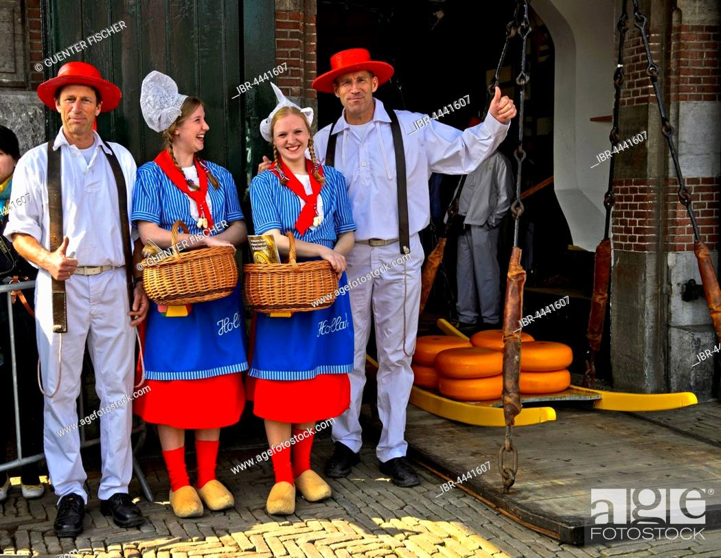 Photo de stock: Dutch cheese girls, Kaasmeisje, traditional costume, cheese carriers, cheese market, Alkmaar, Holland, The Netherlands.