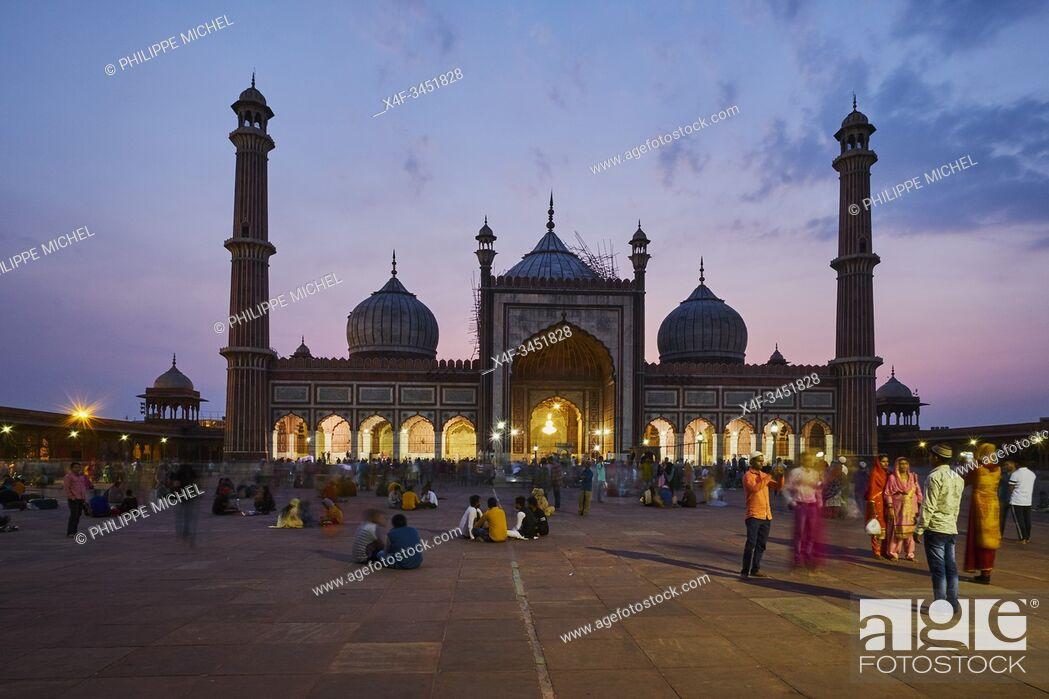 Stock Photo: India, Delhi, Old Delhi, Jama Masjid mosque build by Shah Jahan, the moghol emperor.