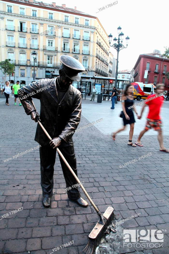 Stock Photo: Plaza Jacinto Benavente, Madrid, Spain, Europe.