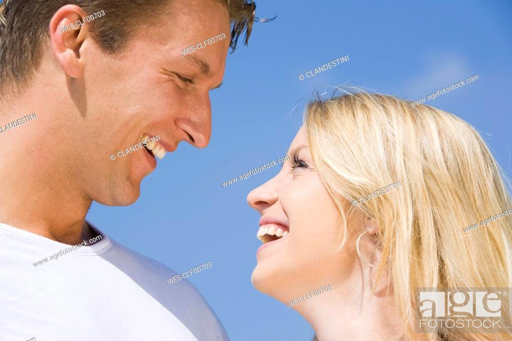 Stock Photo: Germany, Bavaria, Munich, Couple, face to face, smiling, portrait.