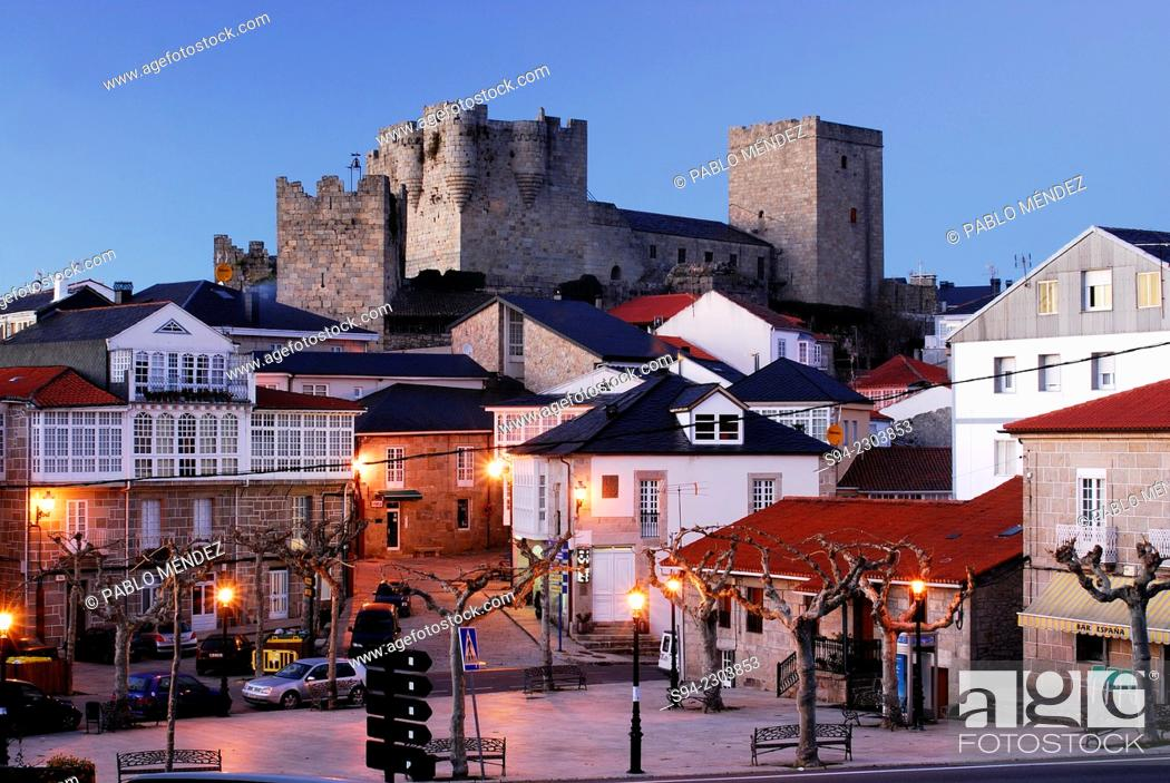 Imagen: View of the castle of Castro Caldelas in Orense province, Spain.
