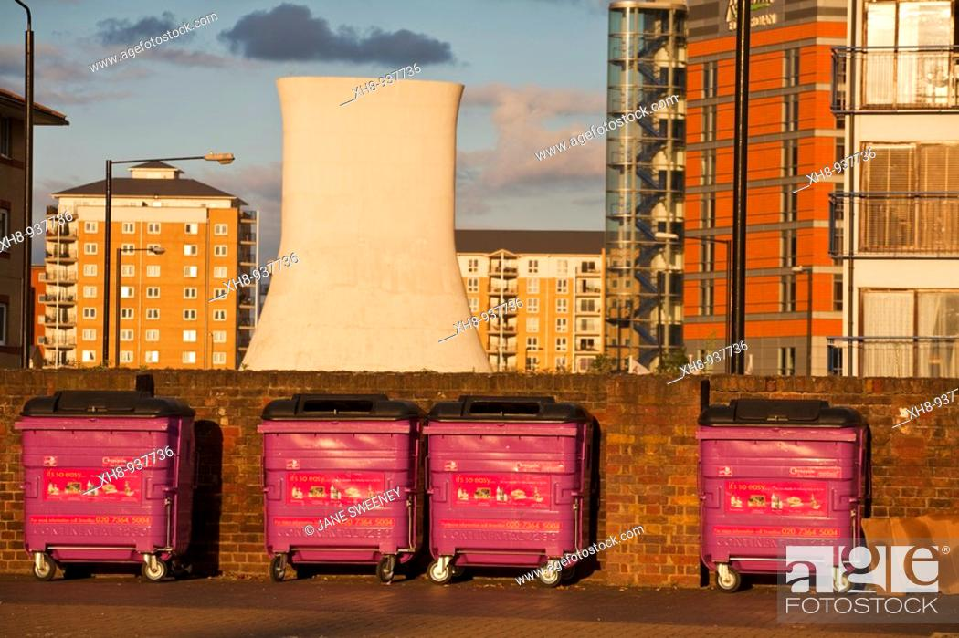 Stock Photo: Poplar wharf and marina, London, England, UK.