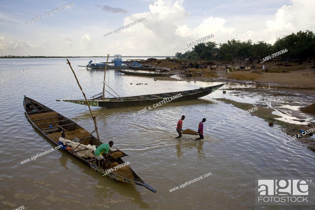 Stock Photo: Pinnace (traditional wooden boats) working in the river Niger. Segou, Mali.