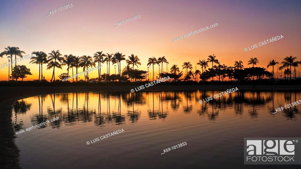 Stock Photo: Waikiki Beach Sunset  Honolulu  O'ahu  Hawaii  United States.