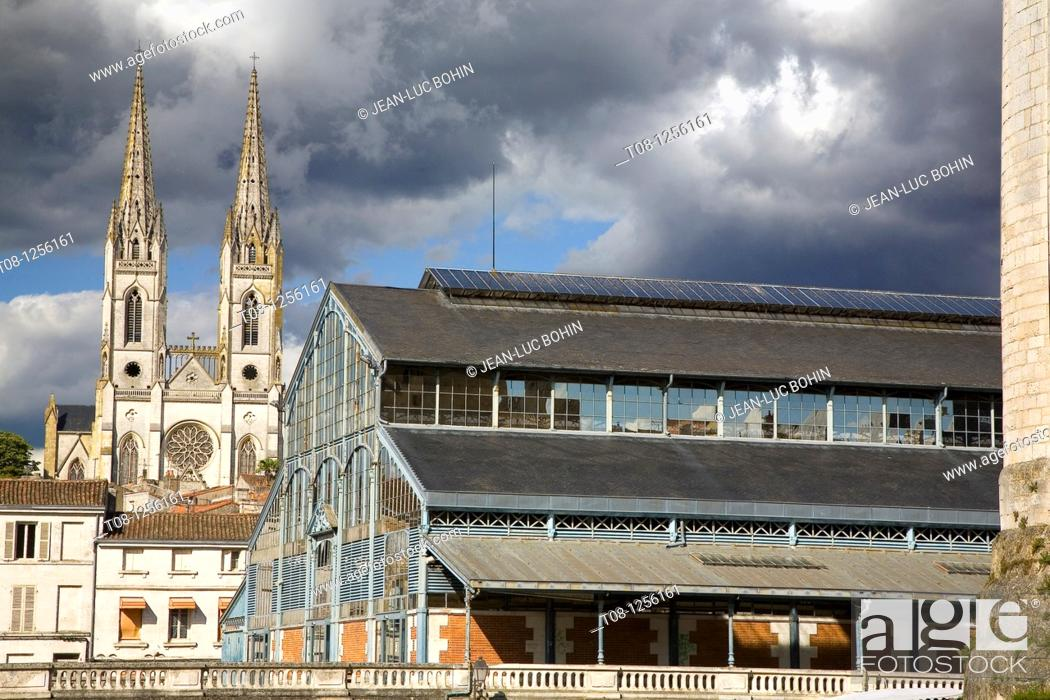 Stock Photo: France, 79, niort: halls and arrows church notre dame.