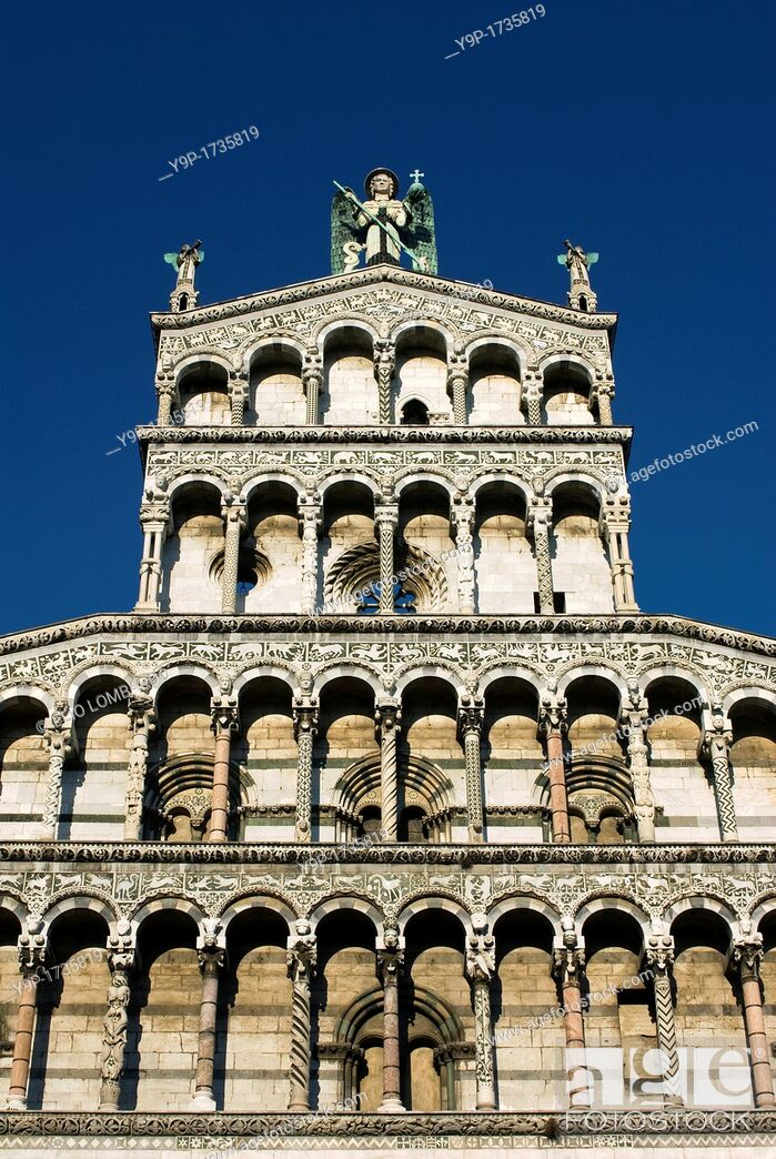 Photo de stock: San Michele in Foro Church  Detail of Facade  Lucca, Tuscany, Italy.