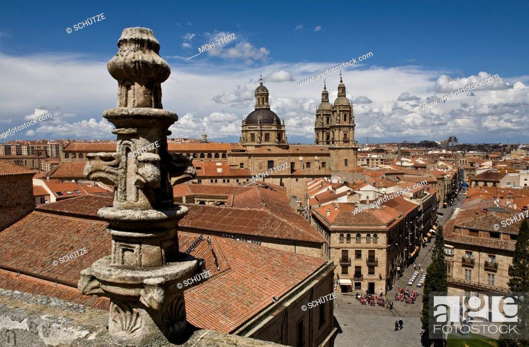 Imagen: Blick von der Neuen Kathedrale zur Iglesia de la Clerecia, rechts Rœa Mayor.