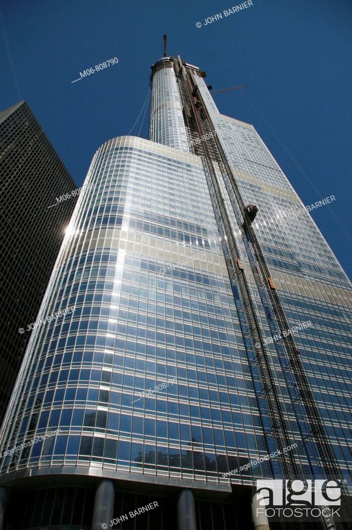 Stock Photo: The Trump Internation Tower and Hotel, Chicago, under construction along the Chicago River.