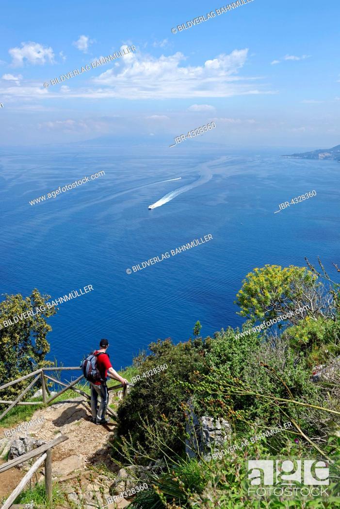 Photo de stock: Hiker on the way to Villa Jovis, Sorrento Coast, Island of Capri, Gulf of Naples, Campania, Italy.
