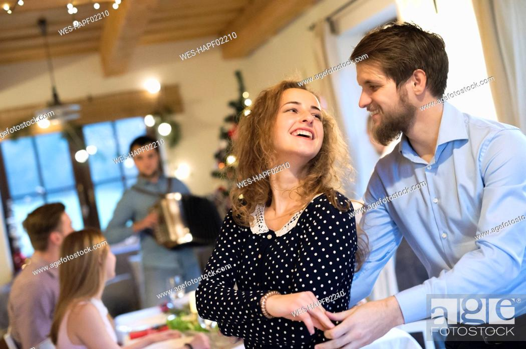 Imagen: Young couple dancing on a Christmas party.