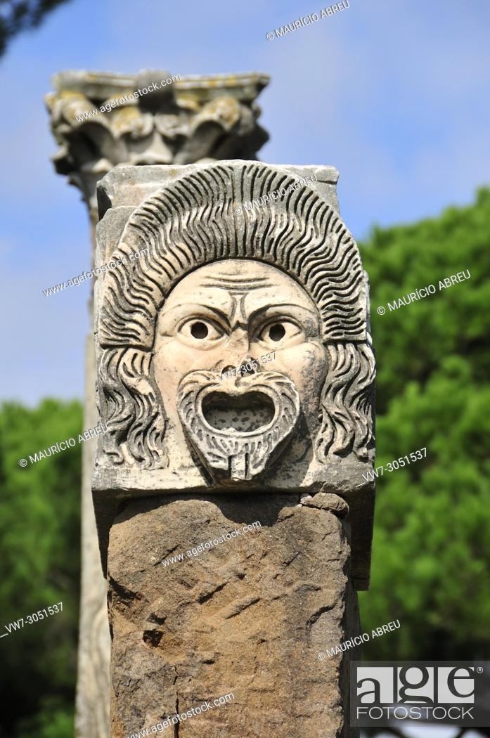 Imagen: Mask of the theatre of the roman city of Ostia Antica. At the mouth of the River Tiber, Ostia was Rome's seaport two thousand years ago. Italy.