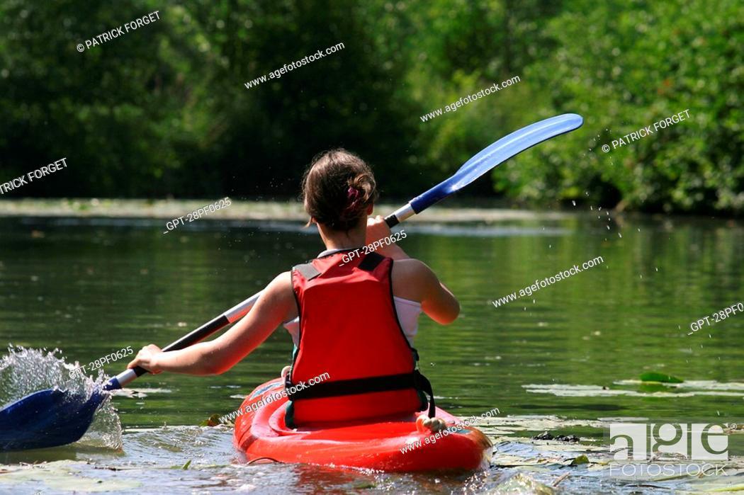 Imagen: CANOEING-KAYAKING ON THE LOIR, BONNEVAL, EURE-ET-LOIR 28, FRANCE.